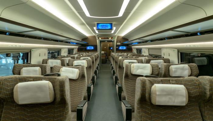 高铁和动车是在同一铁轨上运行吗